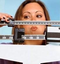 Mulher-pesando-balanca1