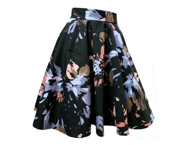 saia-gode-preta-de-flores-pintadas-com-bolsos-big