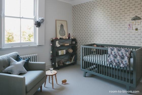 quarto-bebe-cinza-e-branco-560x373